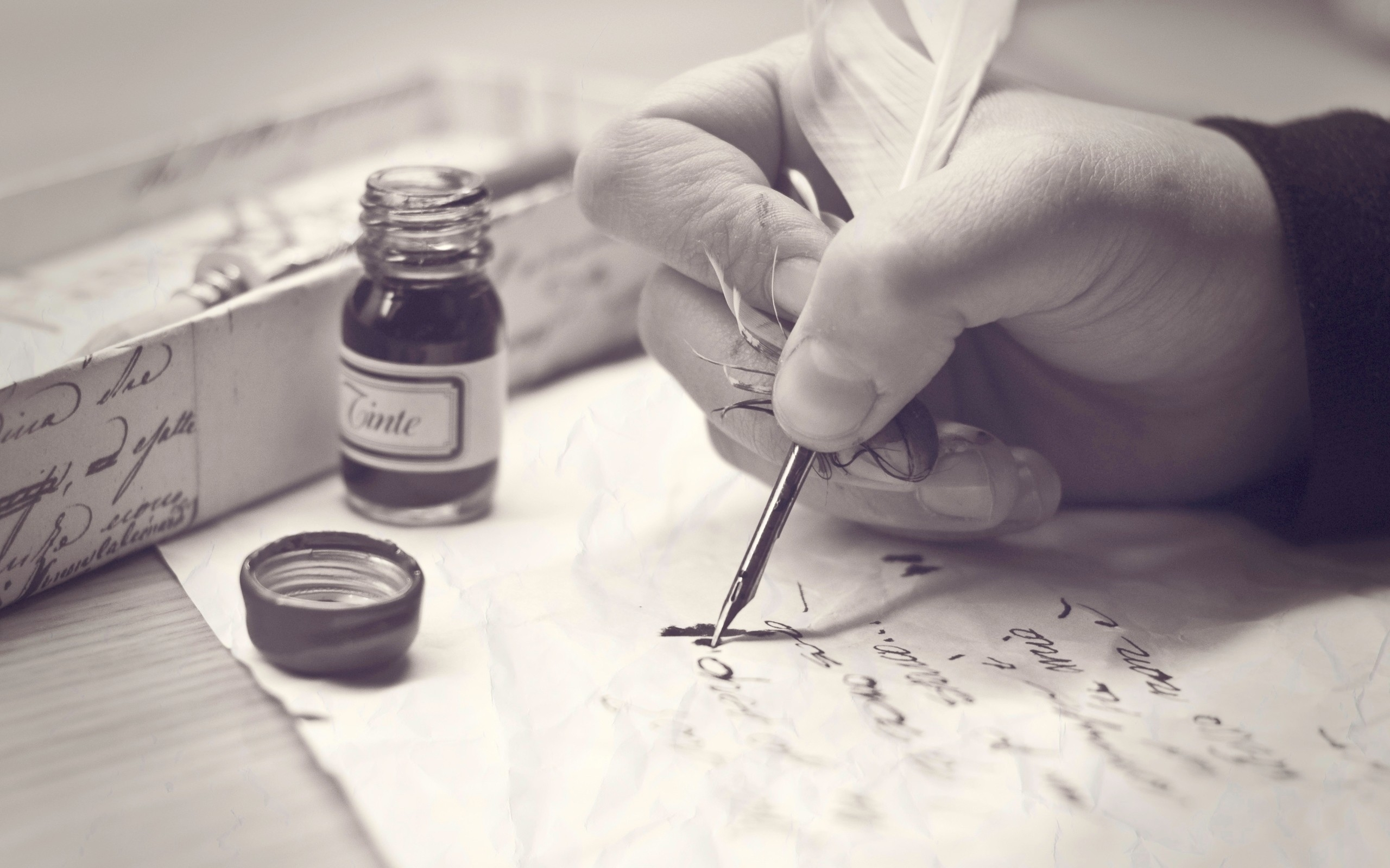 letter_hand_ink_pen_black_white